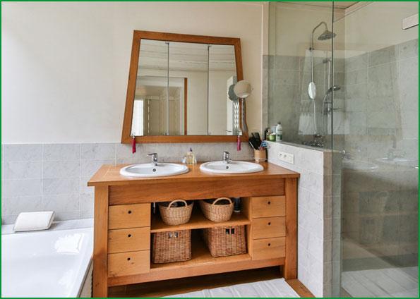 Badsanierung in Augsburg und Umgebung: Modernes Bad mit bodenebener Dusche nach Badsanierung